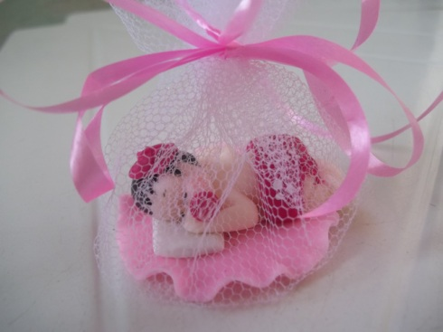Lembrancinha em biscuit para maternidade